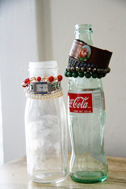 Glass Bottle Bracelet Holders | redleafstyle.com