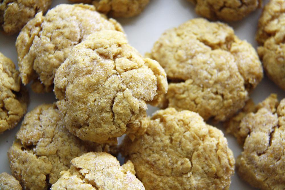 Pumpkin Snickerdoodle Cookies | redleafstyle.com