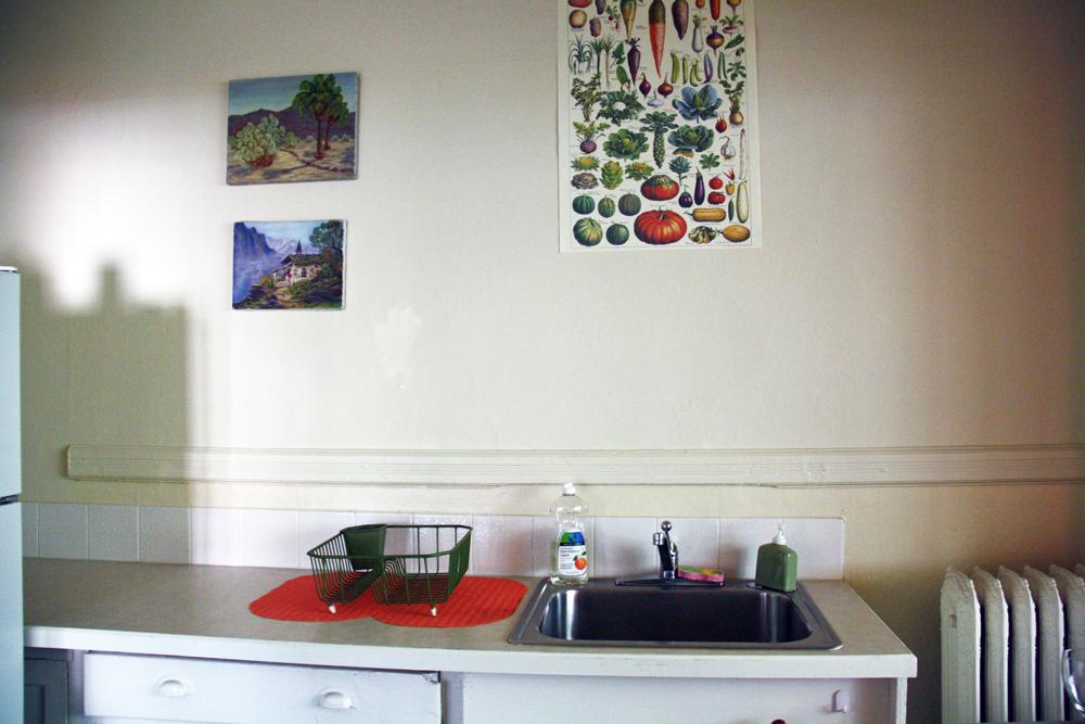 Cute Portland Apartment Kitchen | redleafstyle.com