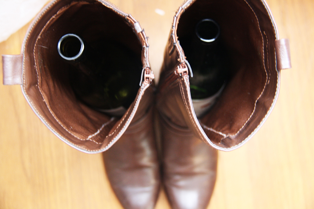 Hold up boots with wine bottles | redleafstyle.com