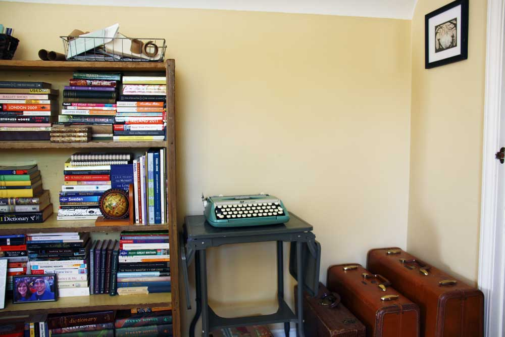 Bookcase and typewriter | redleafstyle.com
