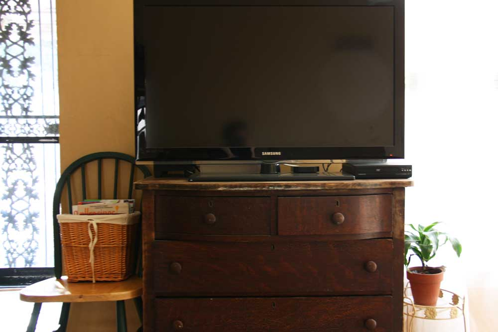 TV on an old dresser | redleafstyle.com
