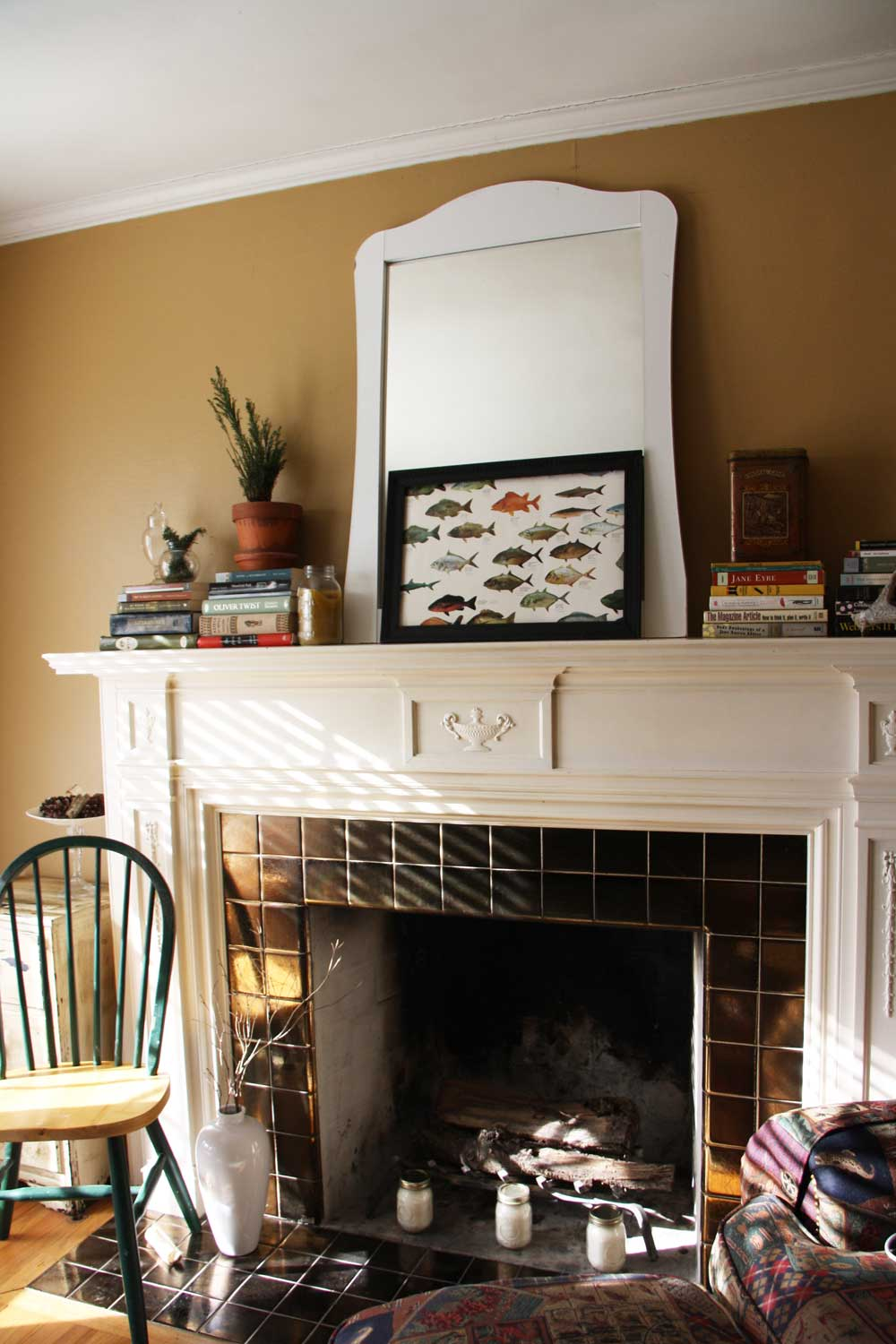 Cute fireplace mantle display | redleafstyle.com