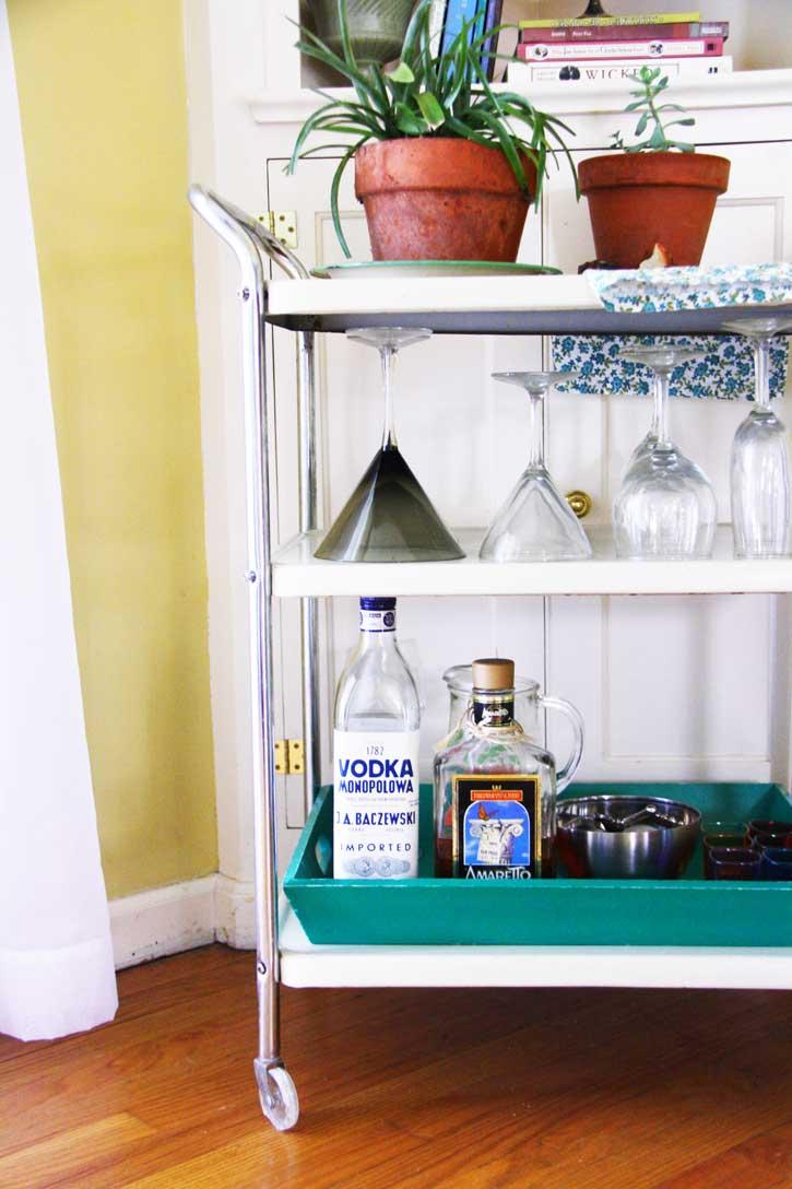 Vintage bar cart | redleafstyle.com