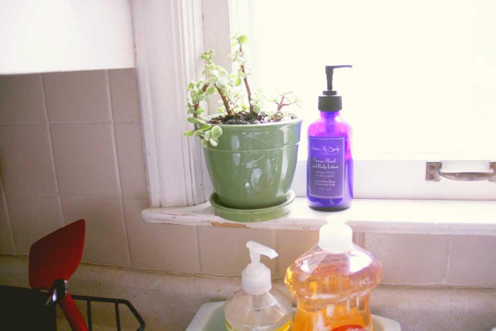 Kitchen window | redleafstyle.com