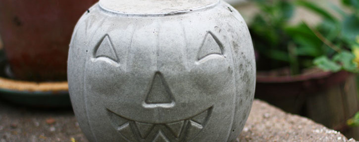 How to Make a Concrete Jack-O-Lantern for Halloween   redleafstyle.com
