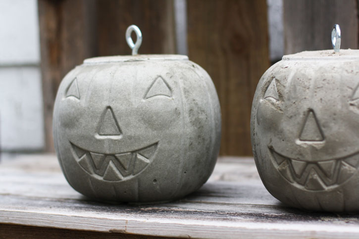 Spook up your front porch with a cement jack-o-lantern. | redleafstyle.com