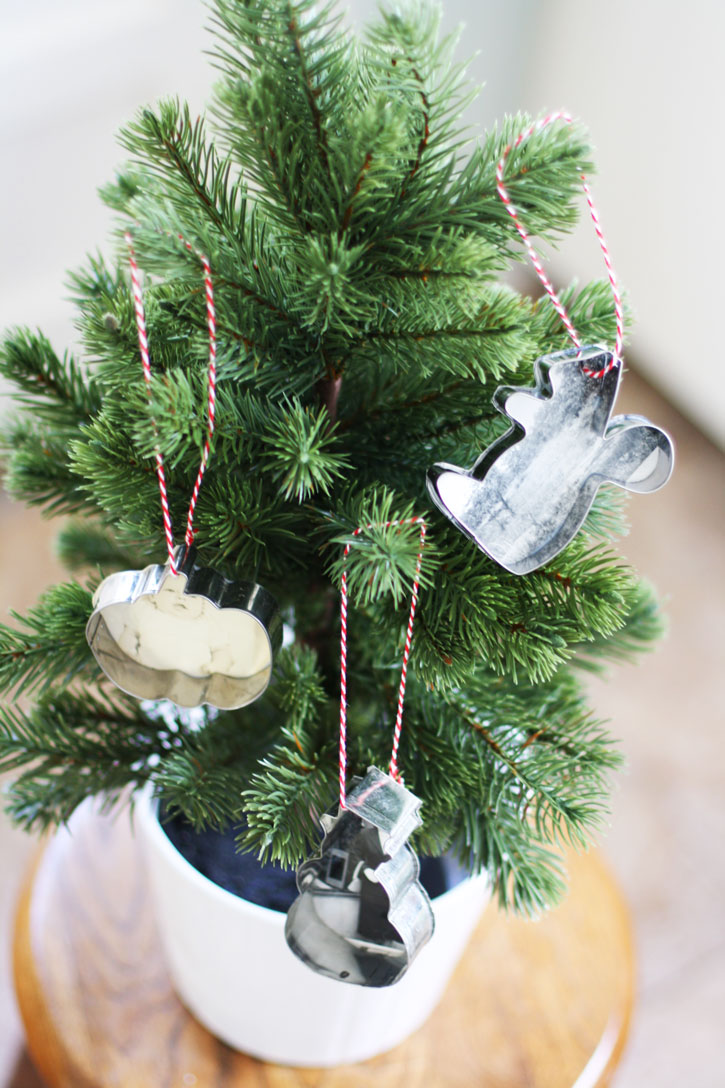 Cookie Cutter Ornaments With Old Photos | redleafstyle.com