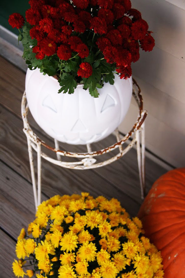 A Bright & Happy Fall Front Porch | redleaf