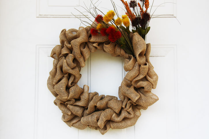 How to Make the Ultimate Fall Burlap Door Wreath | redleafstyle.com